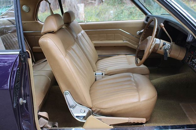 holden-hq-monaro-front-seats.jpg