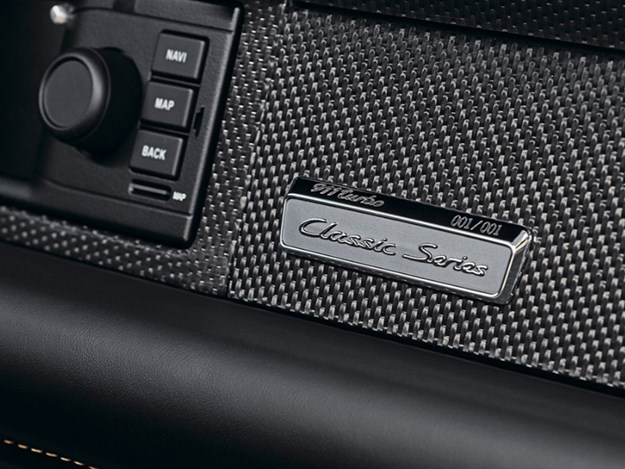 Porsche-70-Gold-Series-993-plaque.jpg
