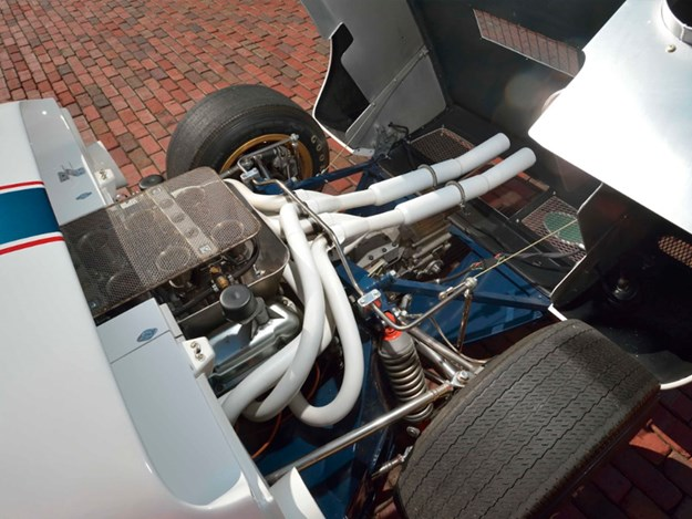 Ford-GT40-Roadster-engine.jpg