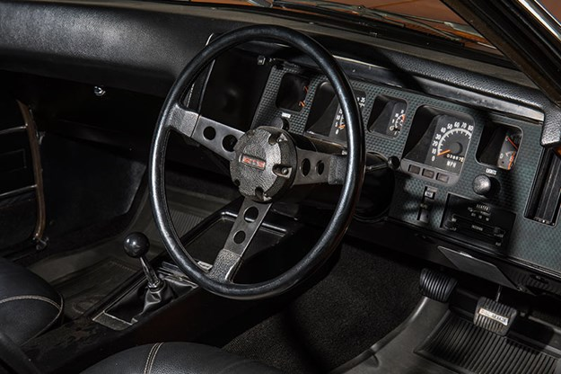 holden-hq-monaro-dash.jpg