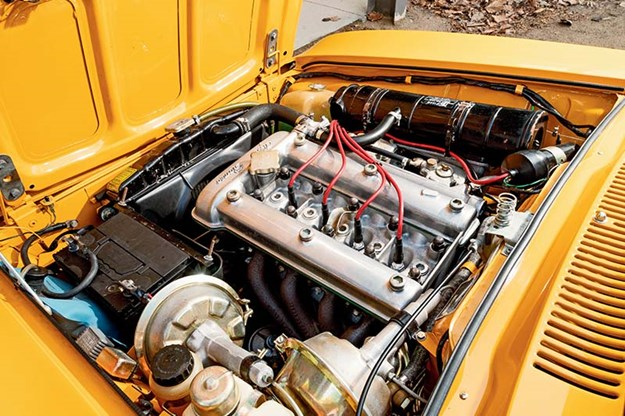 alfa-romeo-105-engine-bay.jpg