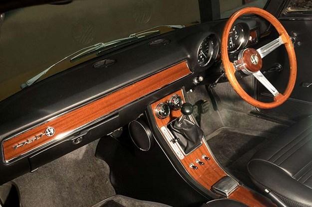 alfa-romeo-105-interior.jpg