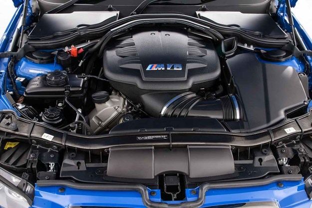 bmw-e92-m3-engine-bay.jpg