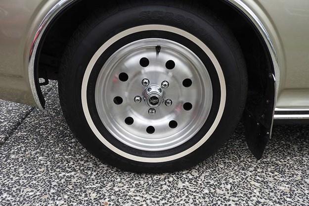 datsun-260c-wheel.jpg
