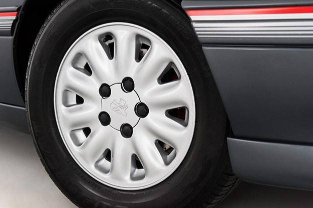 holden-vn-ss-wheel.jpg