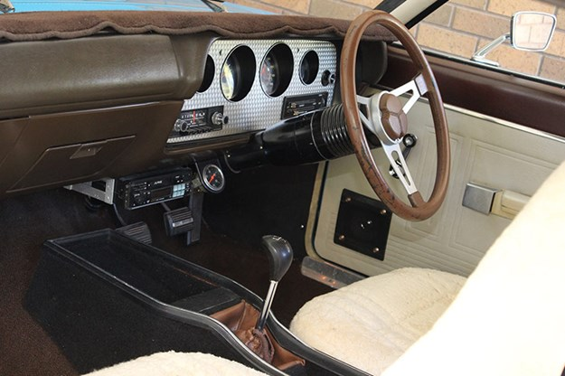 chrysler-valiant-charger-dash-3.jpg
