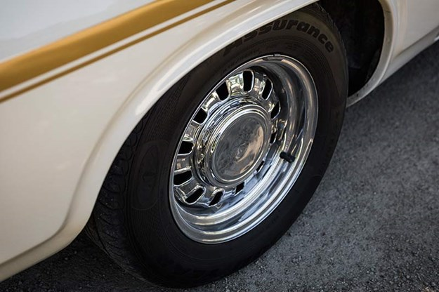ford-falcon-wheel.jpg