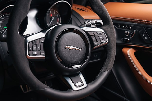 jaguar-f-type-svr-steering-wheel.jpg