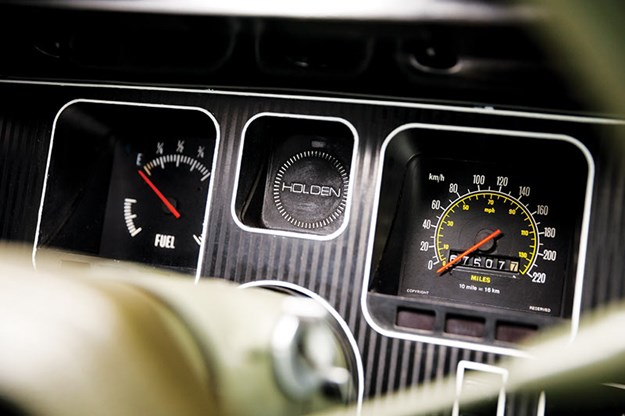 holden-hq-dash.jpg