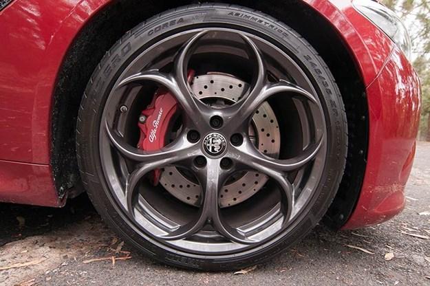 alfa-romeo-giulia-qv-wheel.jpg