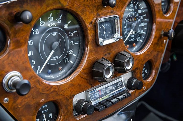 alvis-drophead-coupe-dash-2.jpg