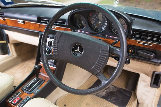 mercedes-benz-450-sel-dash.jpg