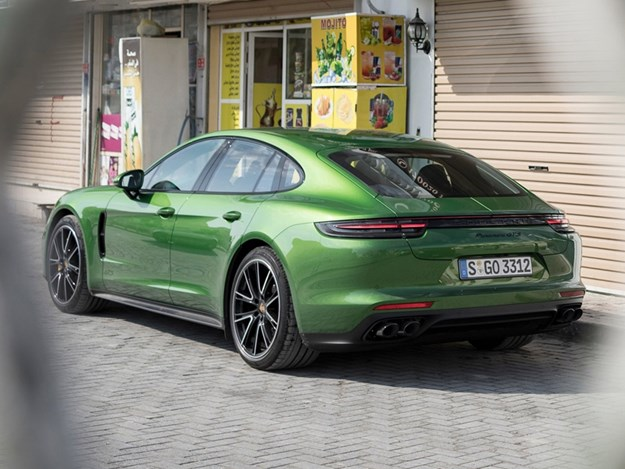 Porsche-928-returns-panamera.jpg