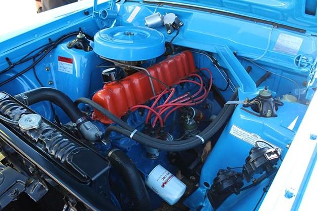 ford-falcon-xy-engine-bay.jpg