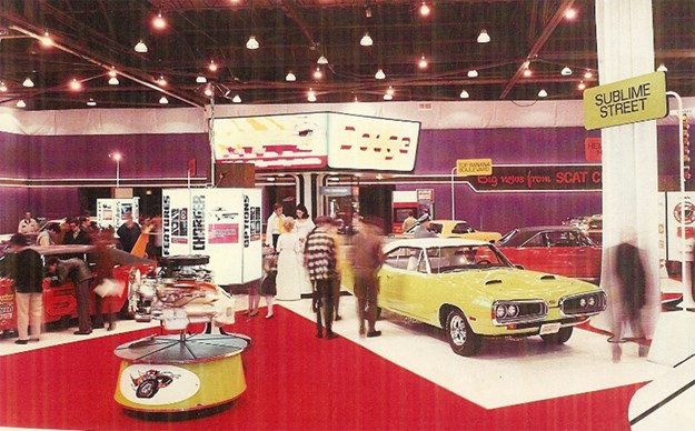 Chrysler-display-engine-motor-show-super-bee.jpg