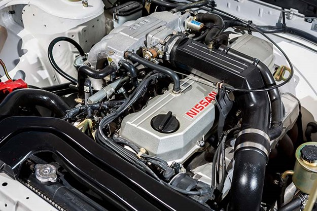 nissan-skyline-engine-bay.jpg