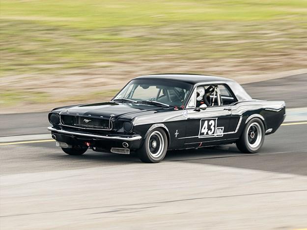 MM-Day-on-track-race-old-black.jpg