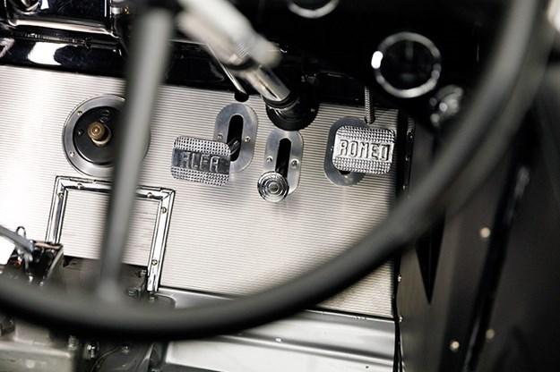 alfa-romeo-6c-pedals.jpg