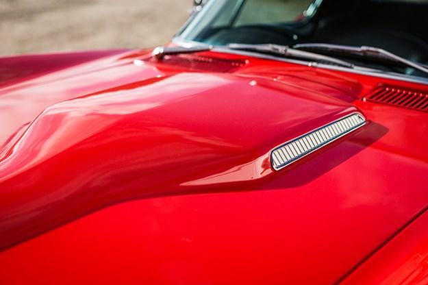 corvette-c2-bonnet-2.jpg