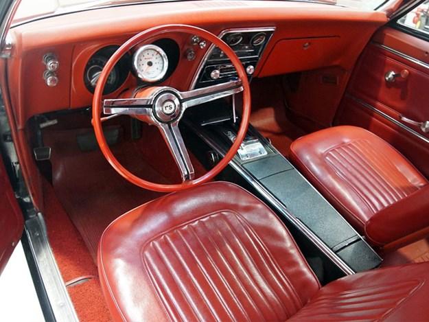 Shannons-Camaro-interior.jpg