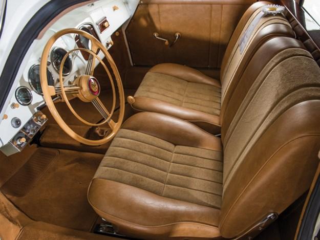 Porsche-356-Limousine-interior-front.jpg