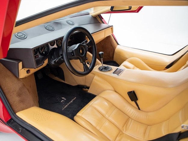 Andrettis-Countach-interior.jpg