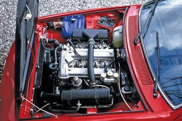 alfa-romeo-gtv-engine.jpg