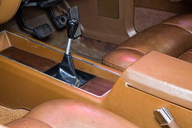 ford-falcon-xa-gt-rpo83-coupe-gearstick.jpg