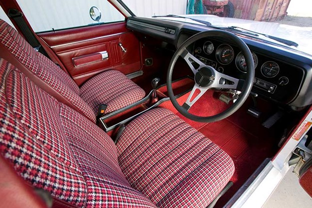chrysler-valiant-interior.jpg