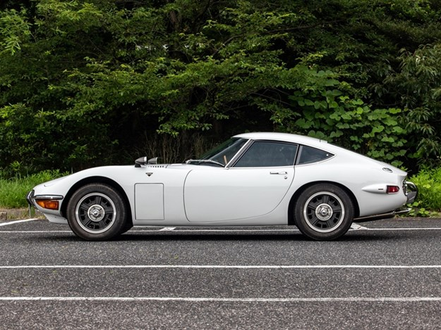 Toyota-2000GT-side.jpg