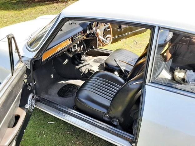 Alfa-1600-Junior-interior.jpg