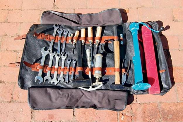 ferrari-330-gt-toolkit.jpg