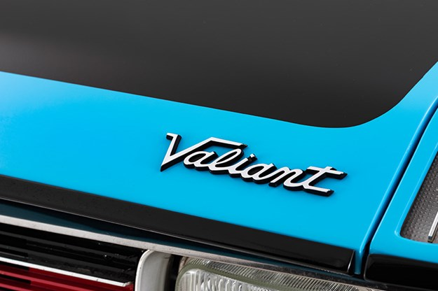 valiant-hemi-badge-2.jpg