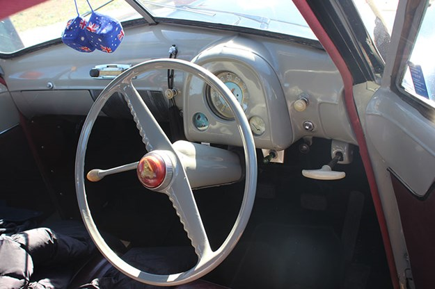 holden-48-215-dash.jpg