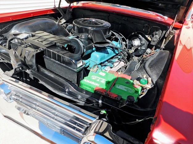 Buick-LeSabre-engine.jpg