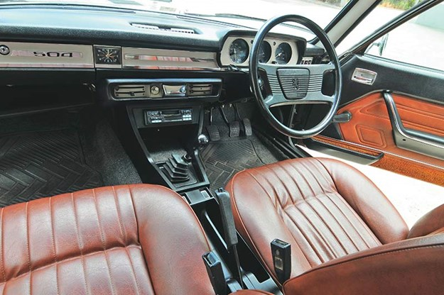 peugeot-504-interior.jpg