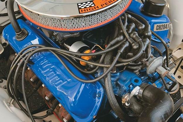 ford-falcon-xt-gt-engine-bay.jpg
