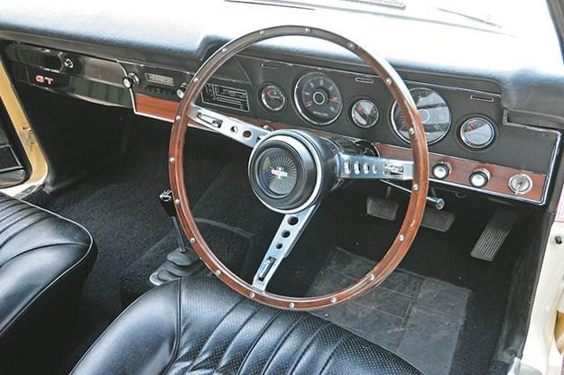 ford-falcon-xt-interior.jpg