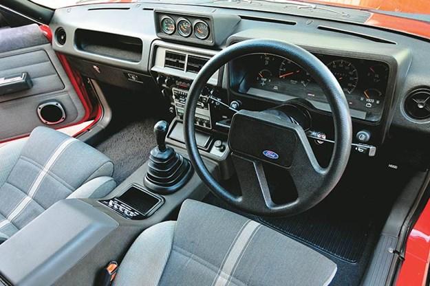 ford-fairmont-xe-interior.jpg