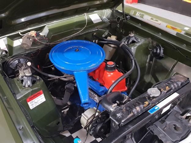 XY-Fairmont-engine.jpg