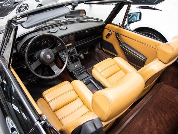 Alfa-spider-interior.jpg