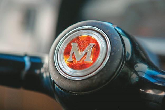 morris-1100-steering-wheel.jpg
