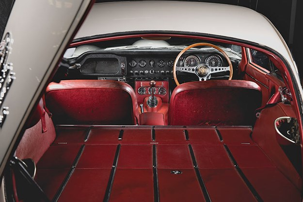 Jaguar-e-type-interior.jpg