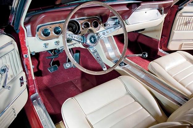 ford-mustang-interior-2.jpg