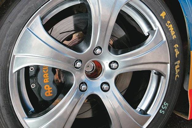 holden-v8-ute-wheel.jpg