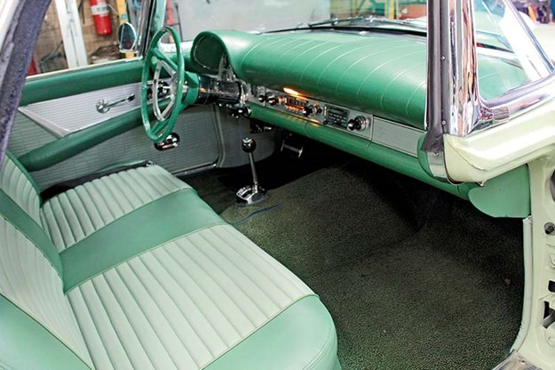ford-thunderbird-interior.jpg