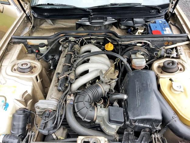Porsche-924-S-engine.jpg