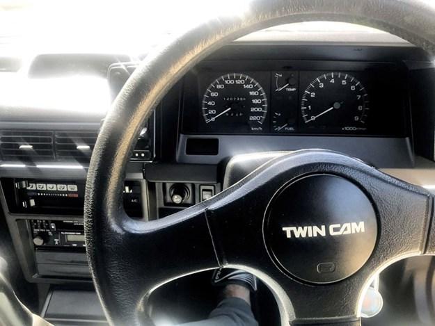 Nissan-EXA-interior-front.jpg