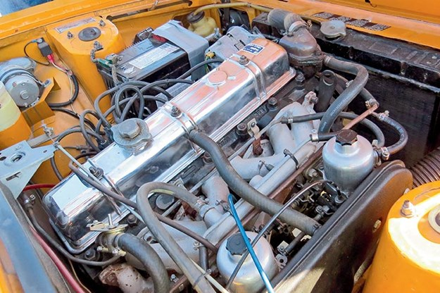 triumph-2000tc-engine-bay.jpg