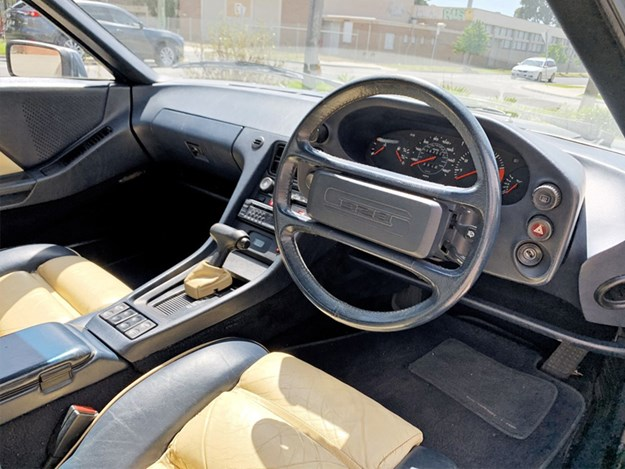 Porsche-928-S-interior.jpg